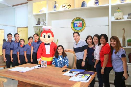 The Jollibee Food Corp franchiser Willard and Irene Chan and Jollibee Employees paid a courtesy Call to our new Municipal Mayor Hon. Georgina L. Arevalo, MD. in her office